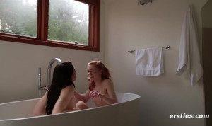 Amateur Lesbians Love Bathing Together