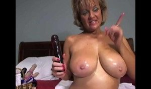 Cougar Milf enjoys Masturbating with Dildo on Cam