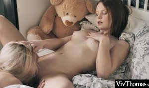 Gorgeous teens lick and suck each clits before grinding to orgasm